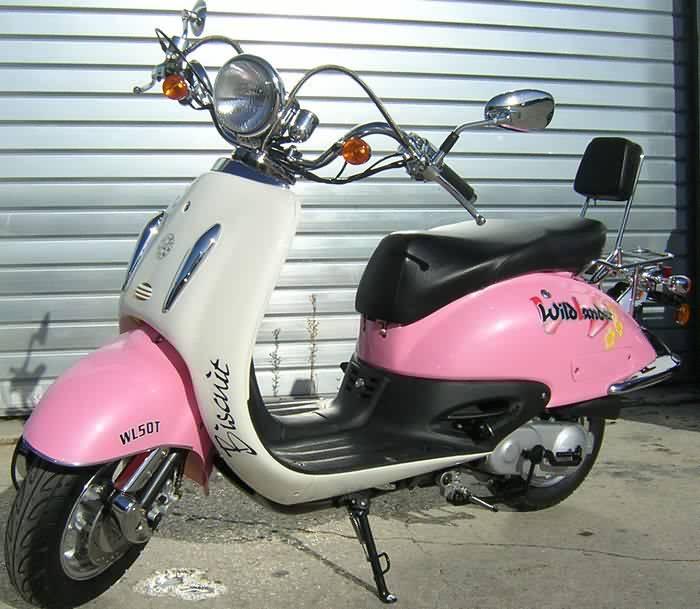 BOOXT TWIST-50<br>Scooter 50 conduisible avec le BSR dès 14 ans ou à 16 ans sans permis<br />1390€ TTC